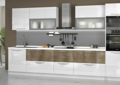Moderna kuhinja bele boje