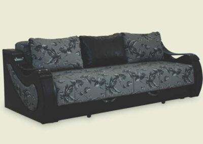 Tamni kauč na razvlačenje sa tri jastuka