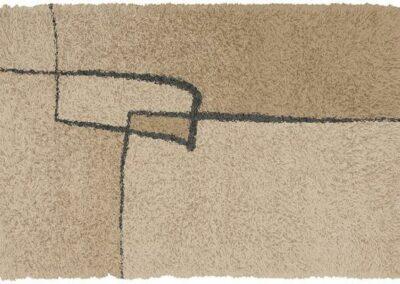 Svetlo braon tepih sa dezenom linija i pravougaonika