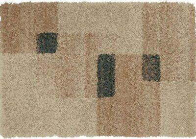 Tepih kremaste boje sa braonkastim kvadratima