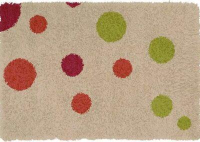 Tepih sa dezenom kružića različitih boja