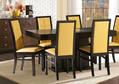 Trpezarija sa žutim stolicama